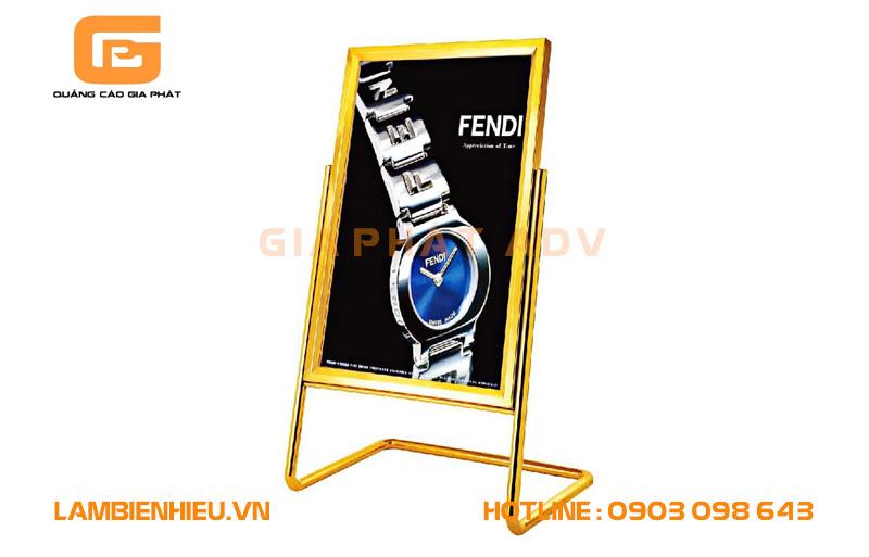 Mẫu bảng hiệu đứng đẹp cho nhãn hiệu đồng hồ FENDI