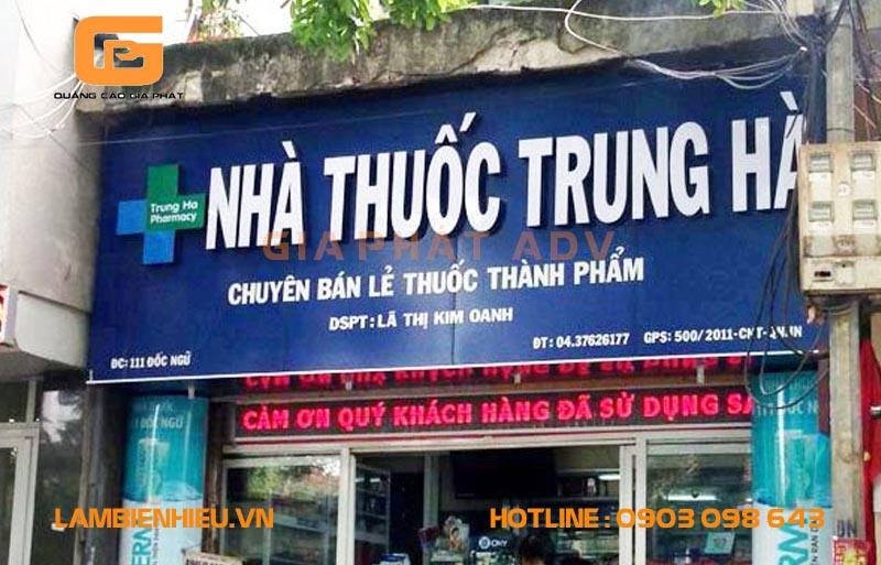 Biển hiệu tiệm thuốc tây Trung Hà