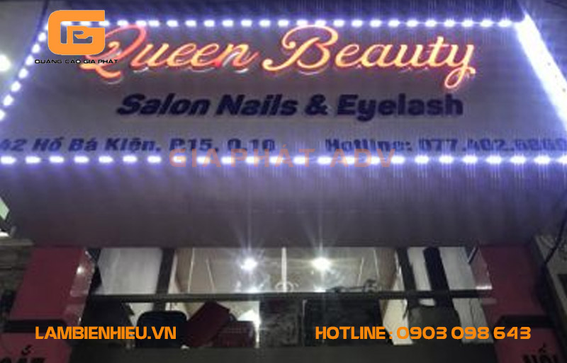 Sử dụng đèn led bao quanh bảng hiệu giúp cửa tiệm bắt mắt hơn