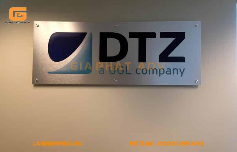 Bảng hiệu công ty DTZ