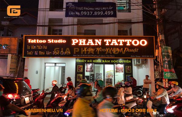 Mẫu bảng hiệu alu mica tiệm Phan Tattoo