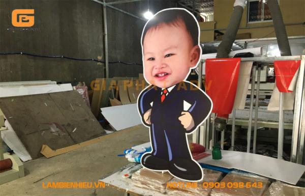 Mẫu standee quảng cáo sự kiện sinh nhật in hình người bé trai
