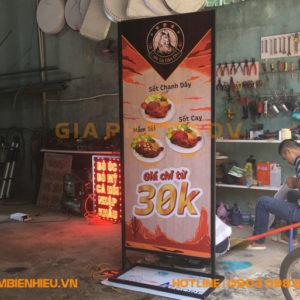 Standee tiệm cơm gà Dân Chủ