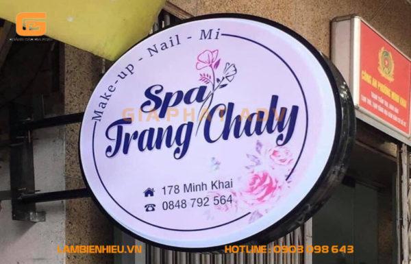 Bảng hiệu hộp đèn vẫy mica hút nổi tiệm Spa Trang Chaly